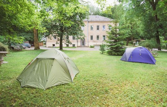 Environnement Downtown Forest Hostel & Camping