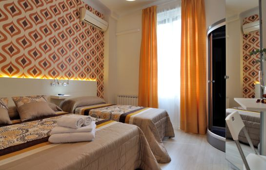 Triple room Hostal Far Home Plaza Mayor