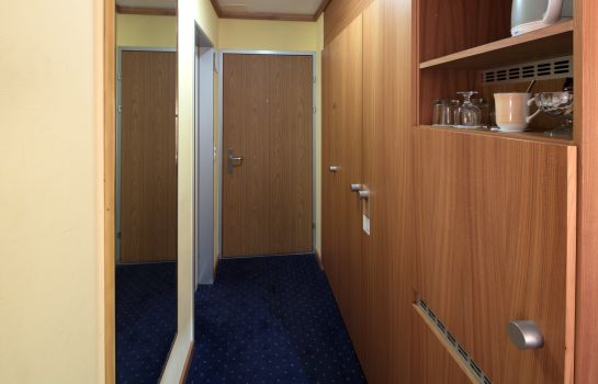 Single room (superior) STAY@Zurich Airport