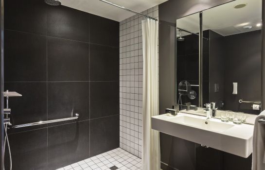 Cuarto de baño Melia Paris La Defense