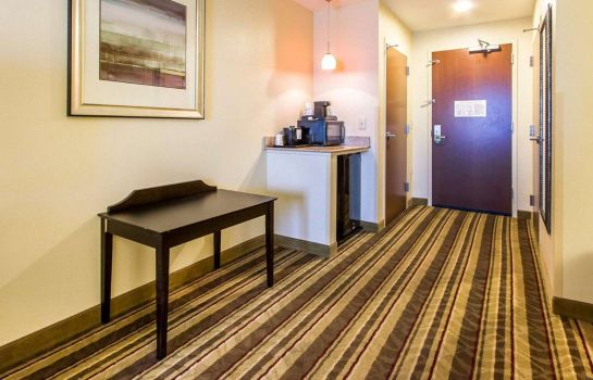 Suite Comfort Inn & Suites Fort Campbell