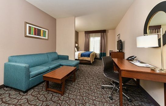 Suite Comfort Inn & Suites Junction City