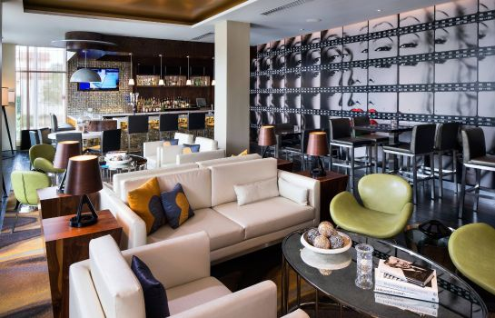 Hotel-Bar SpringHill Suites Los Angeles Burbank/Downtown
