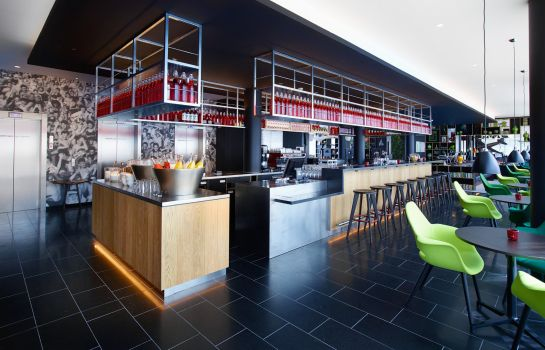 Bar hotelowy citizenM Paris CDG Airport