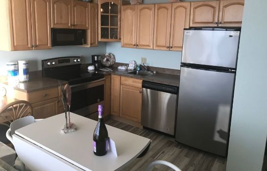 Cucina in camera Lovers Key Beach Club by Check In Vacation Rentals