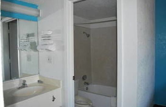 Bagno in camera Super 7 Inn Dallas Southwest