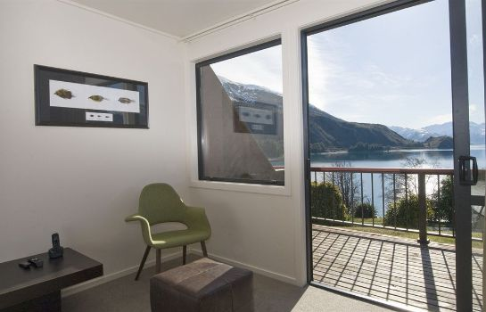 Terrace Lake Hawea Hotel
