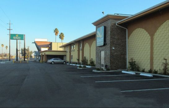 Exterior view Quality Inn & Suites near Downtown Bakersfield