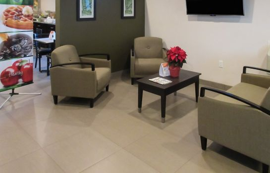 Lobby Quality Inn & Suites near Downtown Bakersfield