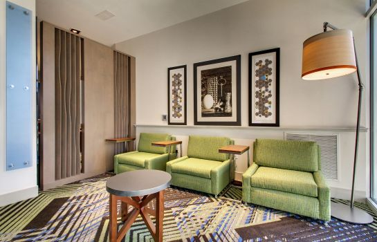 Vestíbulo del hotel Holiday Inn Express & Suites CHARLESTON NE MT PLEASANT US17