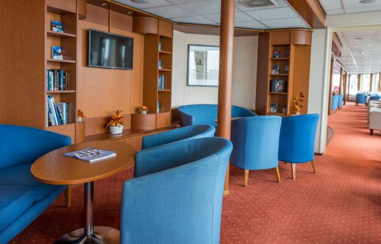 Reading room MS Maribelle OnRiver Hotels
