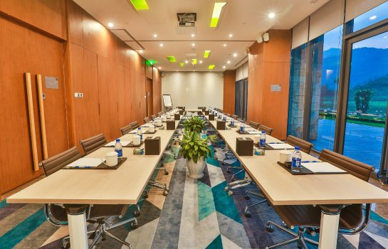 Sala de reuniones Holiday Inn Express EMEI MOUNTAIN