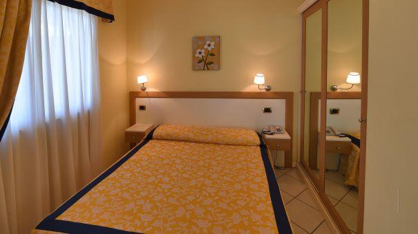 Le Terrazze sul Lago Residence Hotel, Padenghe Sul Garda - 4-Sterne ...