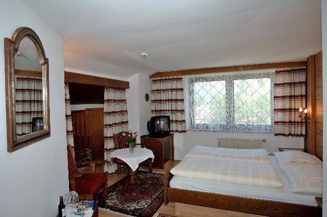 Helga Seefeld in Tirol Room - Helga-Seefeld_in_Tirol-Room-2-78702.jpg