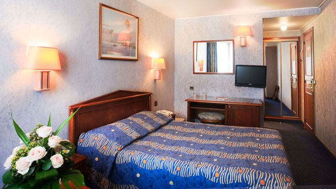 Double room (standard) Meslay Republique