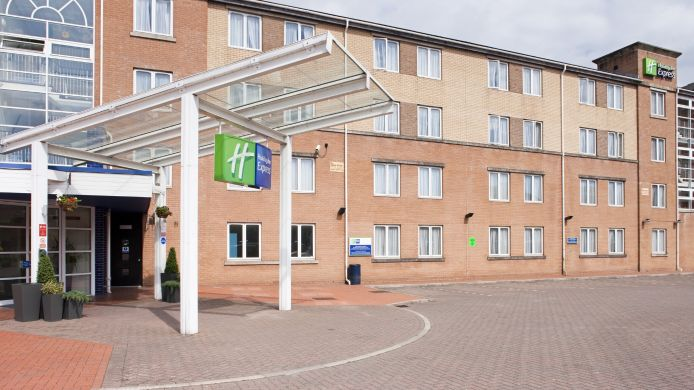 Vista esterna Holiday Inn Express CARDIFF BAY