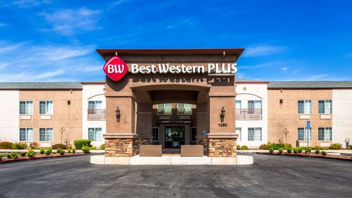 Vista exterior Best Western Plus Twin View Inn & Suites