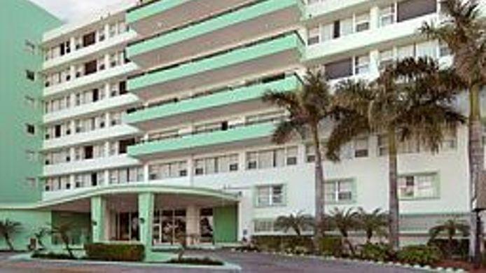 Exterior View Days Inn Miami Beach South
