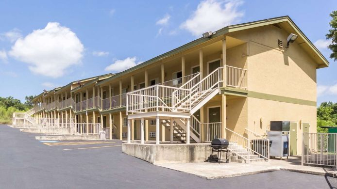 RODEWAY INN AT SIX FLAGS - 2 HRS star hotel in San Antonio