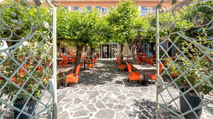 Hotel Le Provencal Logis Roquebrune-sur-Argens-Les Issambres ...