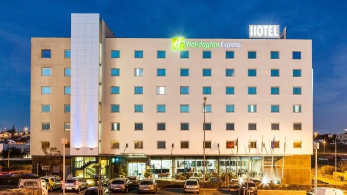 Vista exterior Holiday Inn Express LISBON - OEIRAS
