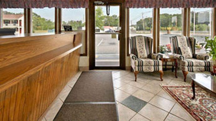 Exterior View Super 8 N Attleboro Ma Provide