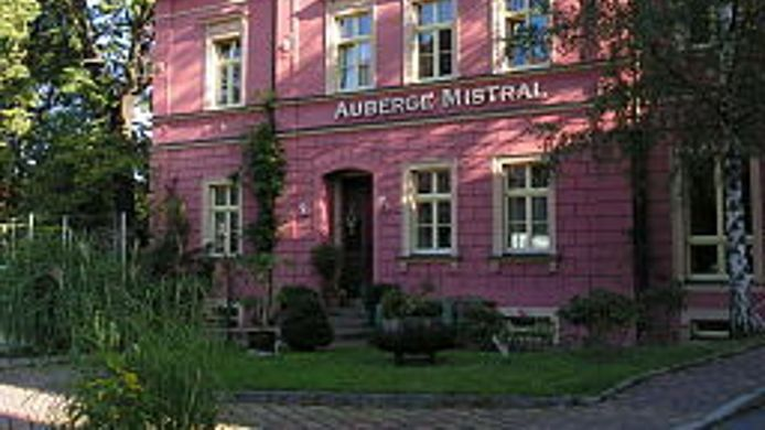 Exterior view Auberge Mistral