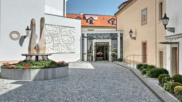 Widok zewnętrzny Augustine a Luxury Collection Hotel Prague