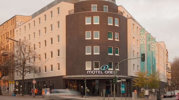 Buitenaanzicht Motel One Bellevue