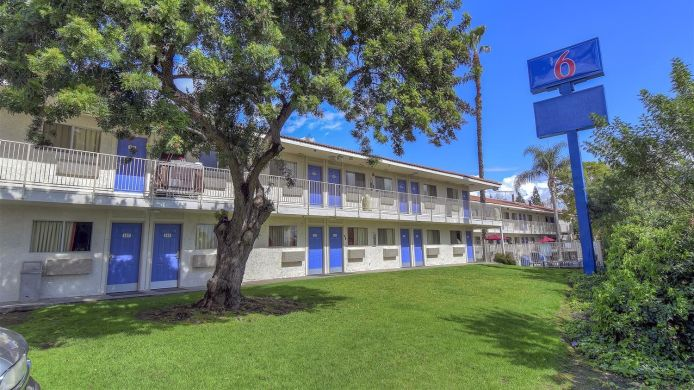 Außenansicht Motel 6 Chino - Los Angeles Area