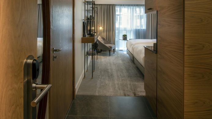 Zimmer Lincoln Plaza London Curio Collection by Hilton