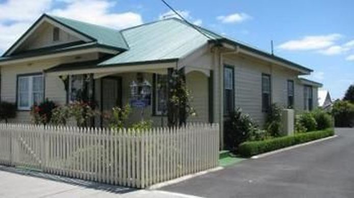 Hotel AAA - Ye Olde Post Office Cottage - Smithton - 3 HRS