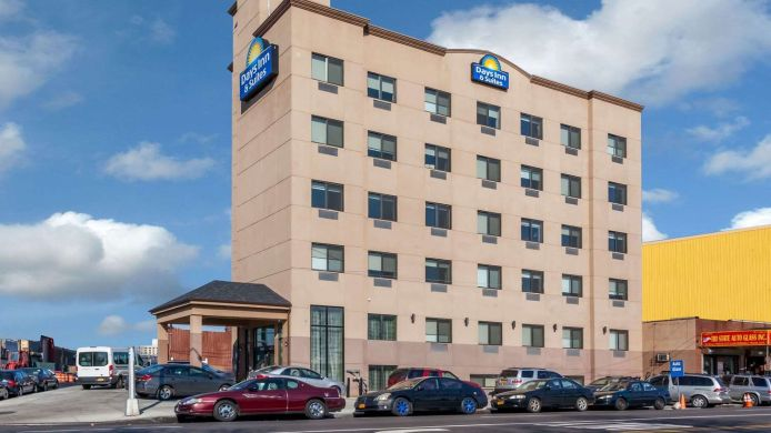 Außenansicht Days Inn & Suites by Wyndham Jamaica JFK Airport