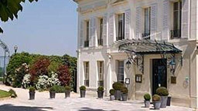 hotel pavillon henri iv saint germain en laye 4 hrs. Black Bedroom Furniture Sets. Home Design Ideas