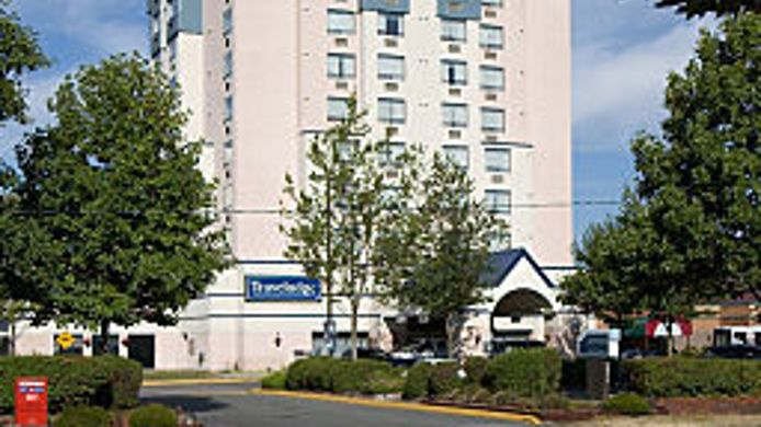 Exterior view TRAVELODGE HOTEL VANCOUVER AIR