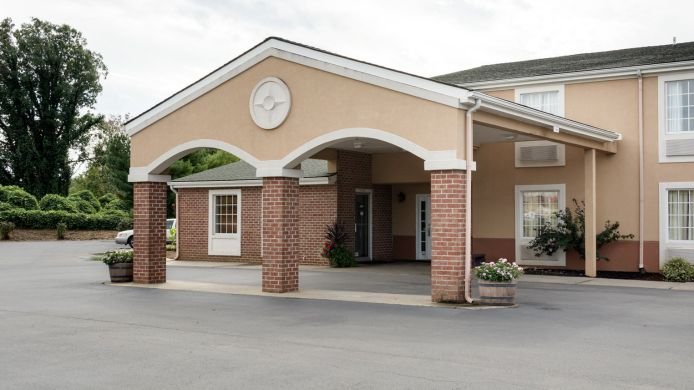 Exterior view Quality Inn Farmville
