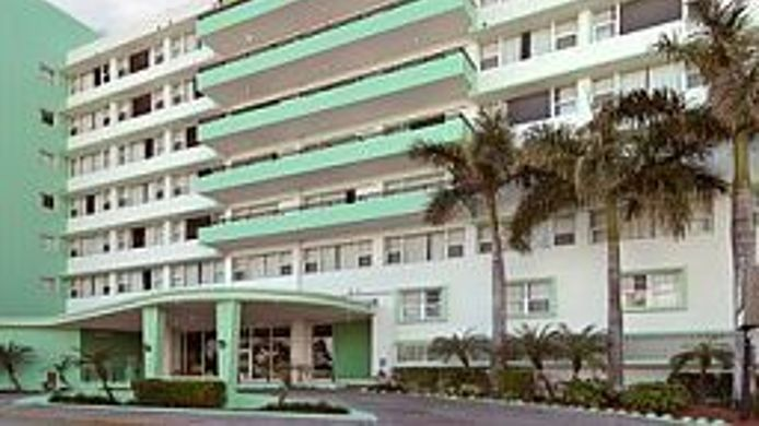 Exterior View Days Inn Miami Beach South