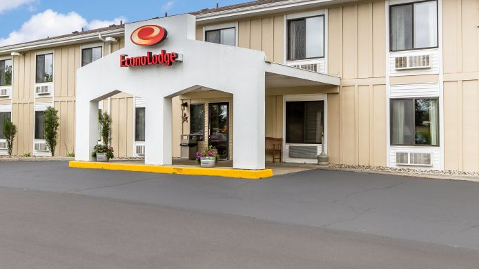 Exterior view Econo Lodge Tomah