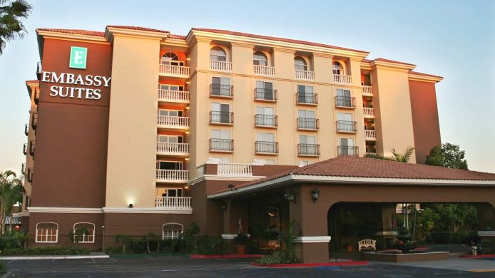 Buitenaanzicht Embassy Suites by Hilton Anaheim North