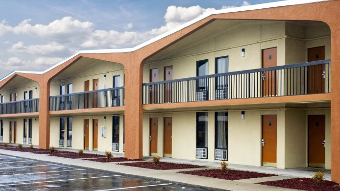 Exterior view Quality Inn Northwest