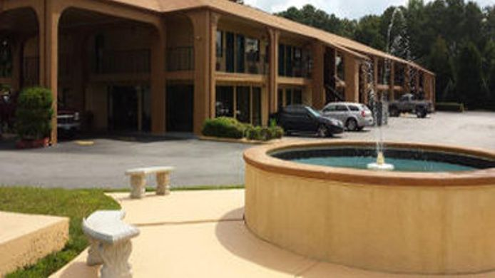 Exterior view Econo Lodge Cartersville