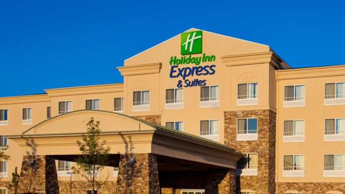 Exterior view Holiday Inn Express & Suites CHICAGO NORTH-WAUKEGAN-GURNEE