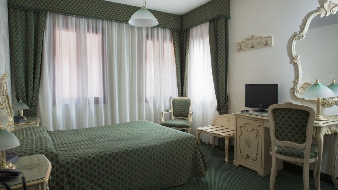 Double room (standard) Pellegrino & Commercio
