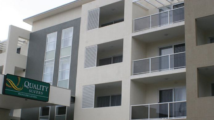 Exterior view Quality Suites Pioneer Sands