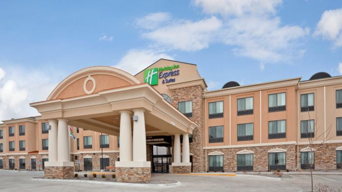 Exterior view Holiday Inn Express & Suites HAYS