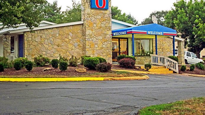 Exterior view MOTEL 6 BLOOMINGTON IN