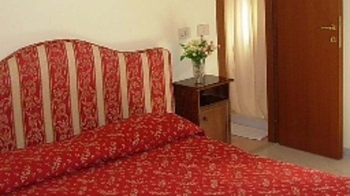 Double room (standard) Bed In Roma