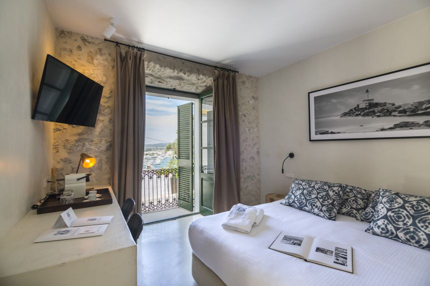 roomWithSeaView
