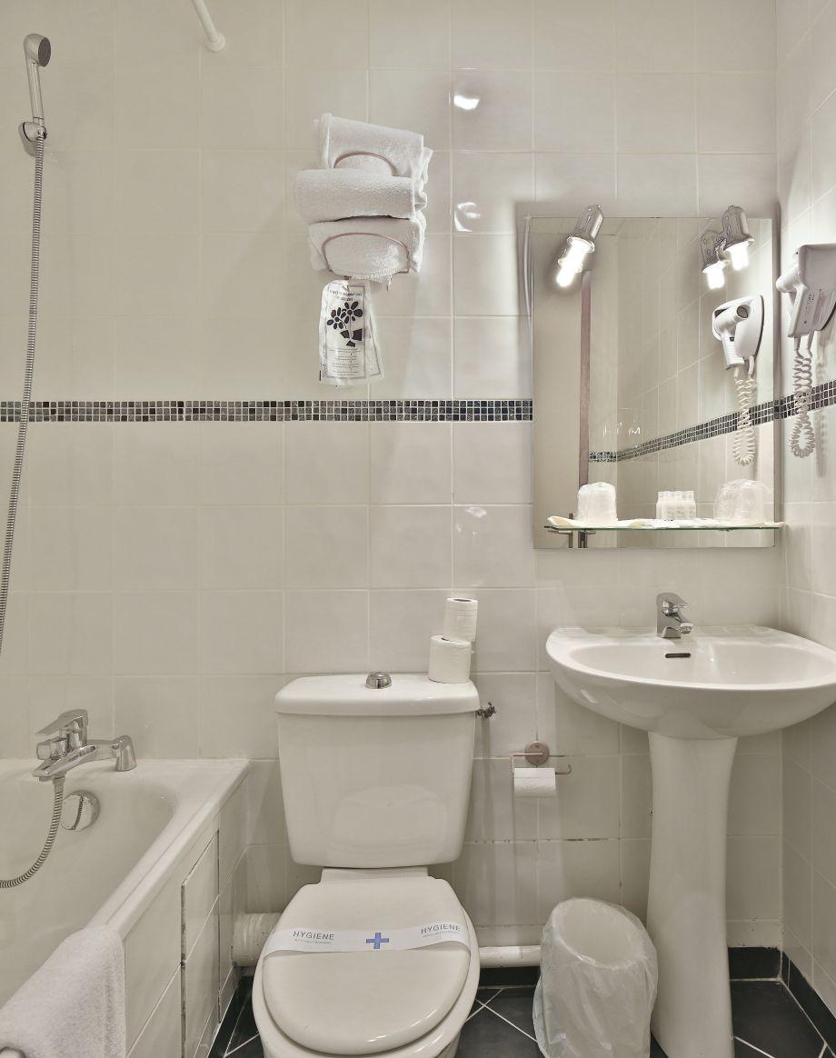 Kyriad paris porte d 39 orleans in montrouge 3 sterne hotel for Salon de the porte d orleans