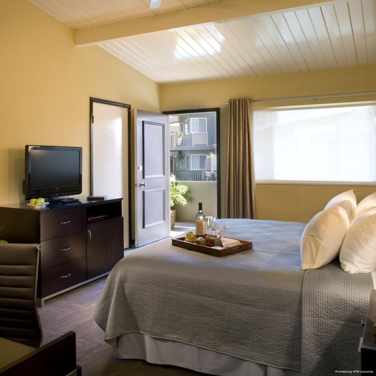 Inn At East Beach 3 Hrs Star Hotel In